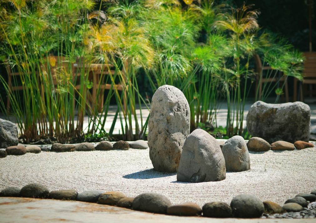 Okrasné kamene v záhrade